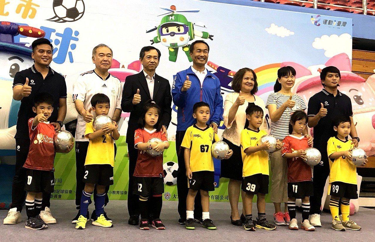 邁入第9屆的台北市幼兒足球錦標賽19日與20日將在台北田徑場開踢。記者劉肇育/攝...