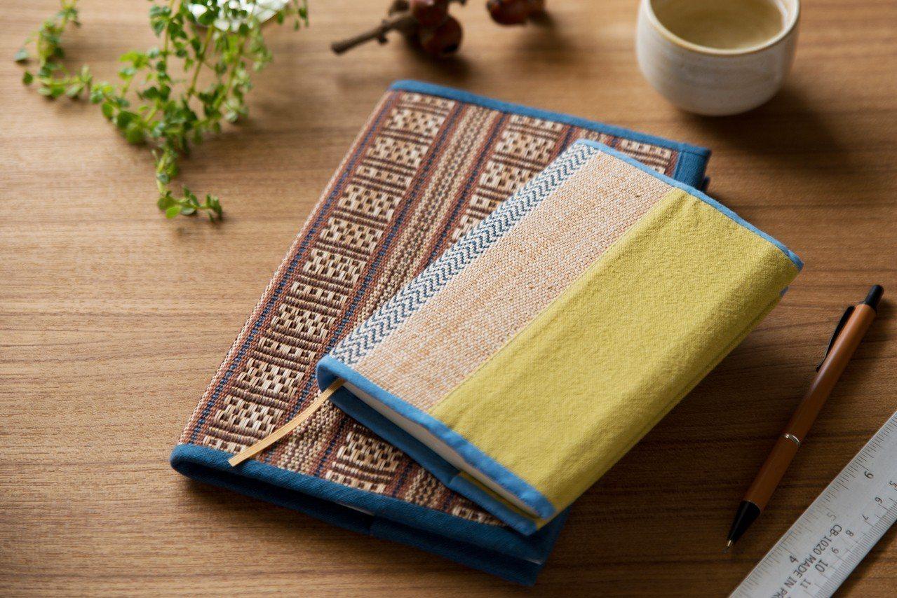 「新社香蕉絲工坊」展出全台唯一噶瑪蘭族特有香蕉絲刨絲編織商品。圖/誠品提供
