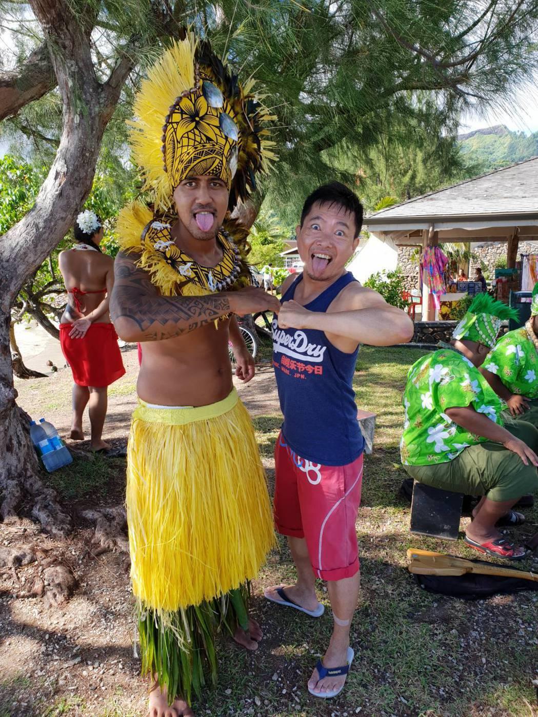 蘇逸洪(右)靠輪遊旅遊走遍世界,他樂此不疲。圖/蘇逸洪提供