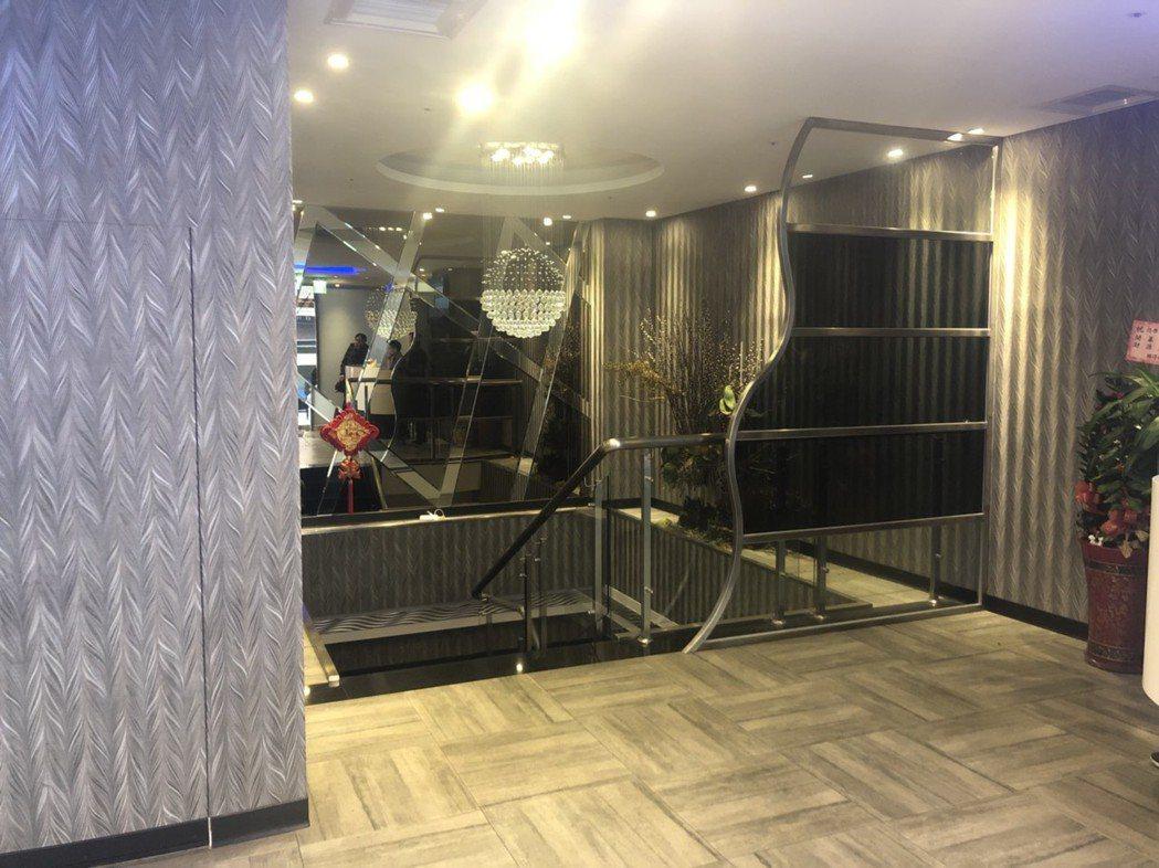 陳嫌酒醉在KTV樓梯間開槍。記者林昭彰/翻攝