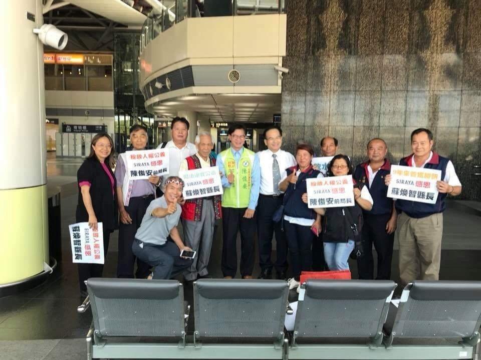 西拉雅族人今天在高鐵台南站「快閃」,感謝前台南縣長蘇煥智。圖/西拉雅文化協會提供