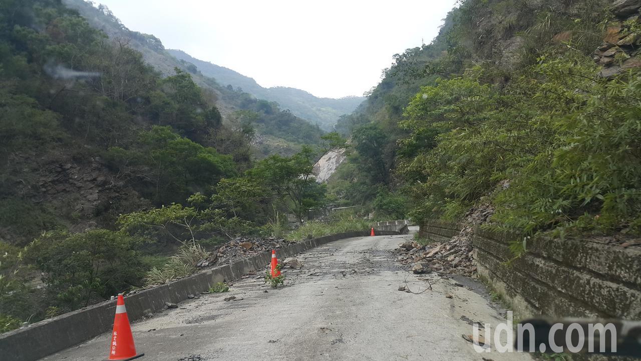 八八風災後,扇平林道路況不佳,雨季會不時發生落石或坍方阻斷交通。記者徐白櫻/攝影