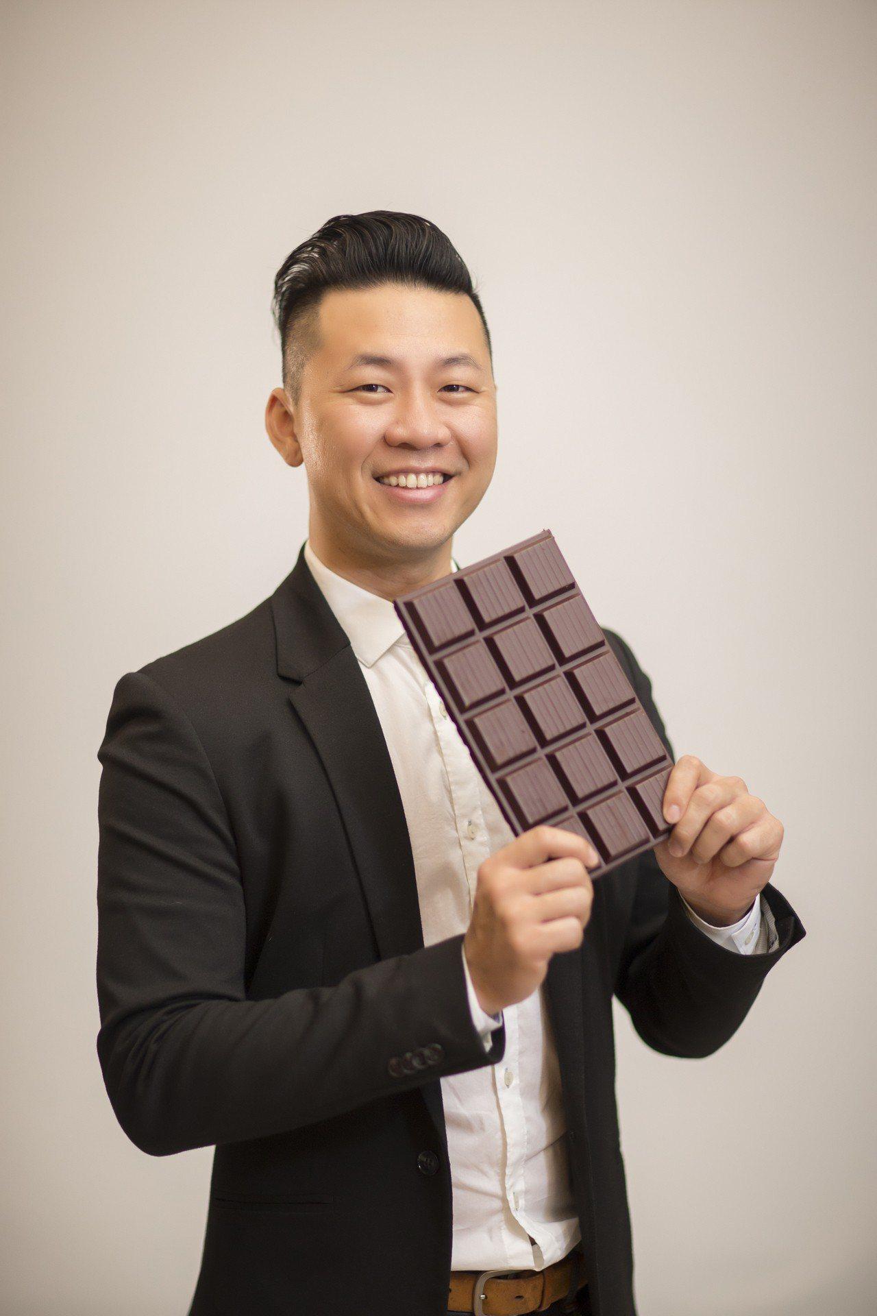 許華仁打破傳統的巧克力框架,以屏東的可可豆把巧克力帶向新境界。圖/福灣莊園提供