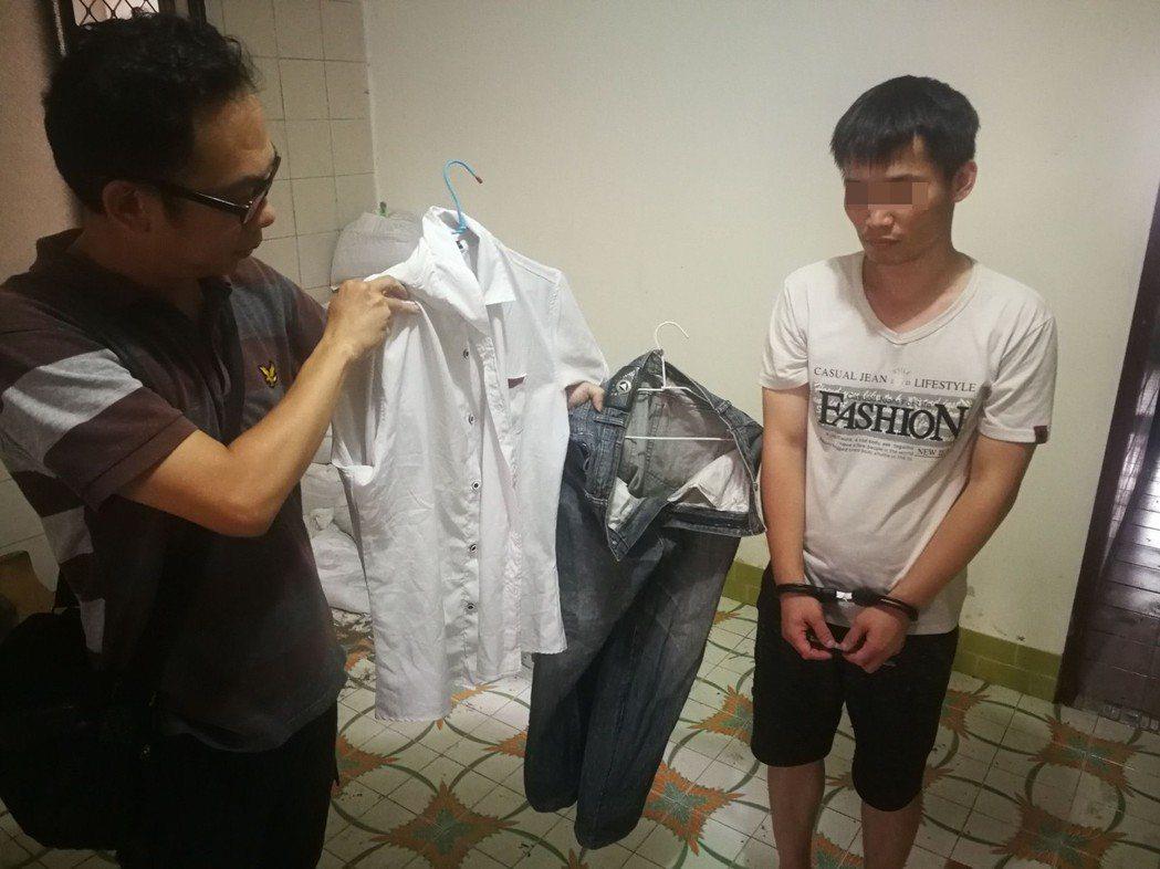 徐姓男子(右)被搜出作案當天所穿的衣物。記者林伯驊/翻攝