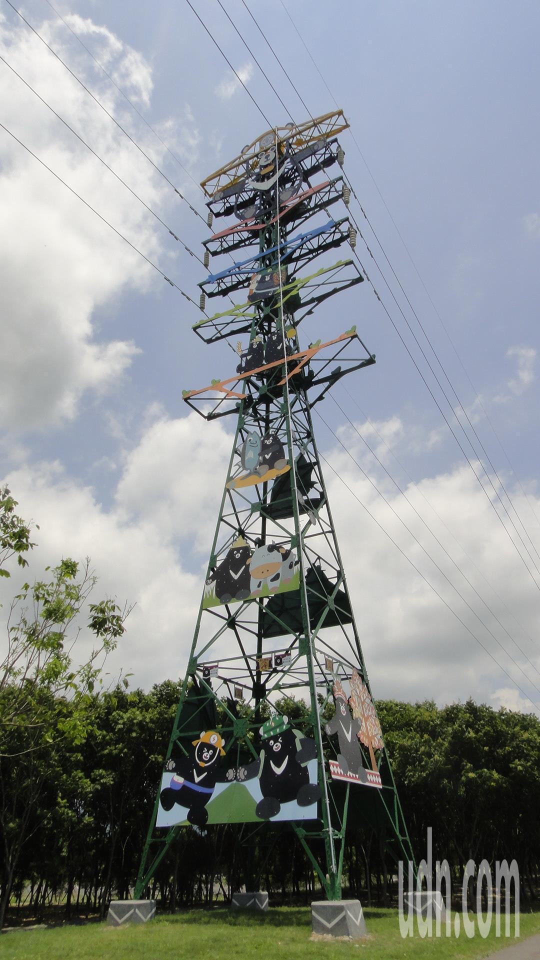 屏東潮州林後四林平地森林園區的第二座彩繪電塔主題為「台灣真英雄(熊)」。記者蔣繼...