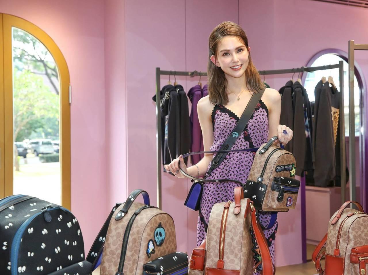 昆凌穿紫色洋裝32,800元配搭Dinky包款19,800元、自選背帶7,500...