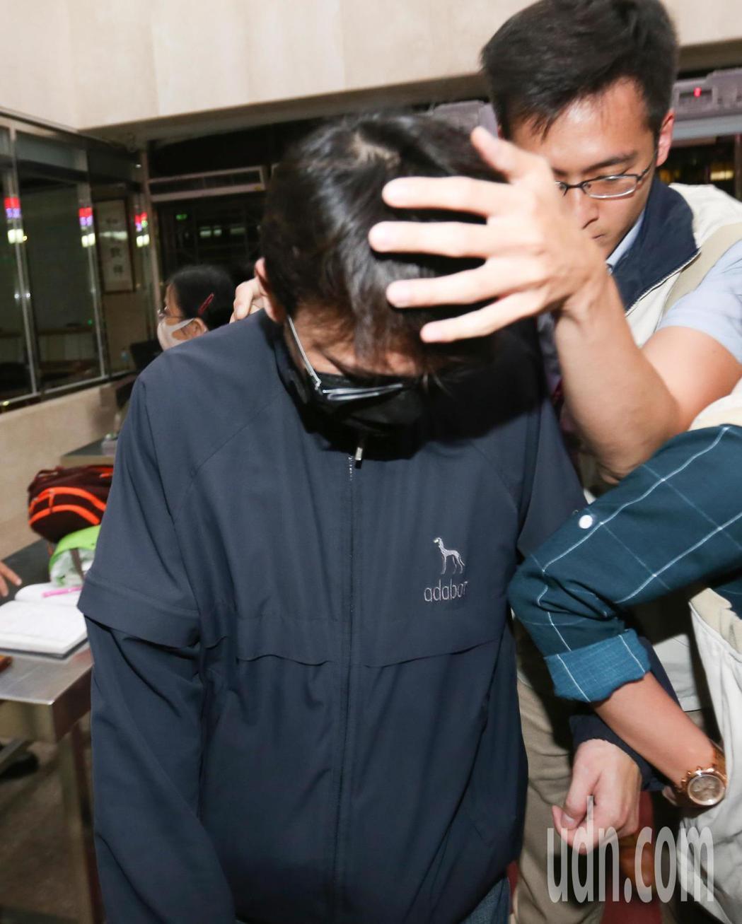楊姓員警被以貪污治罪條例移送地檢複訊。記者陳柏亨/攝影