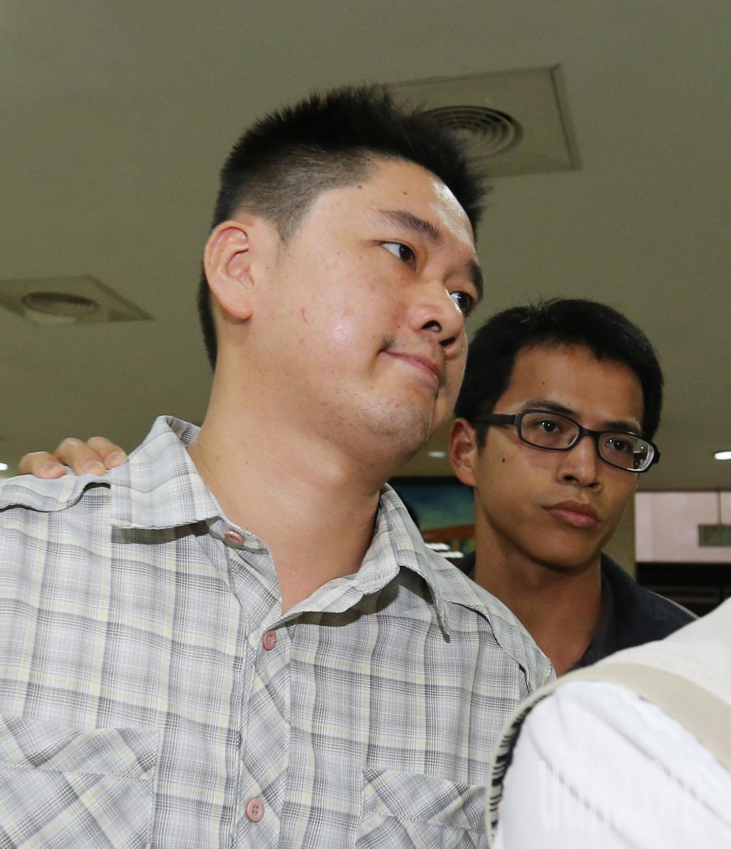 中山分局行政組巡官吳姓員警被移送地檢複訊。記者陳柏亨/攝影