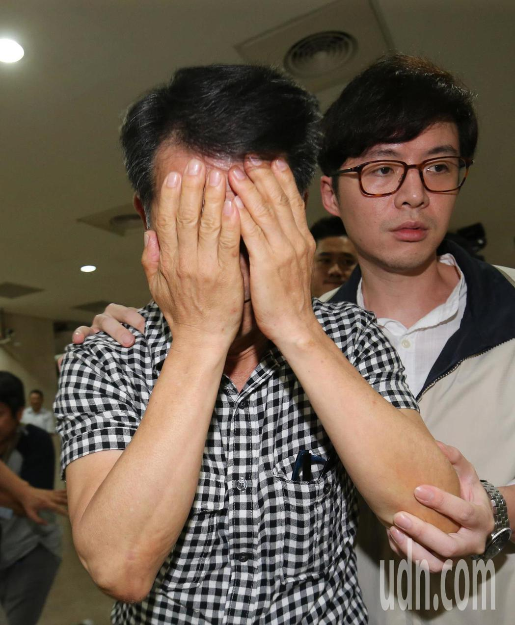 馬姓退休員警被以貪污治罪條例移送地檢複訊。記者陳柏亨/攝影