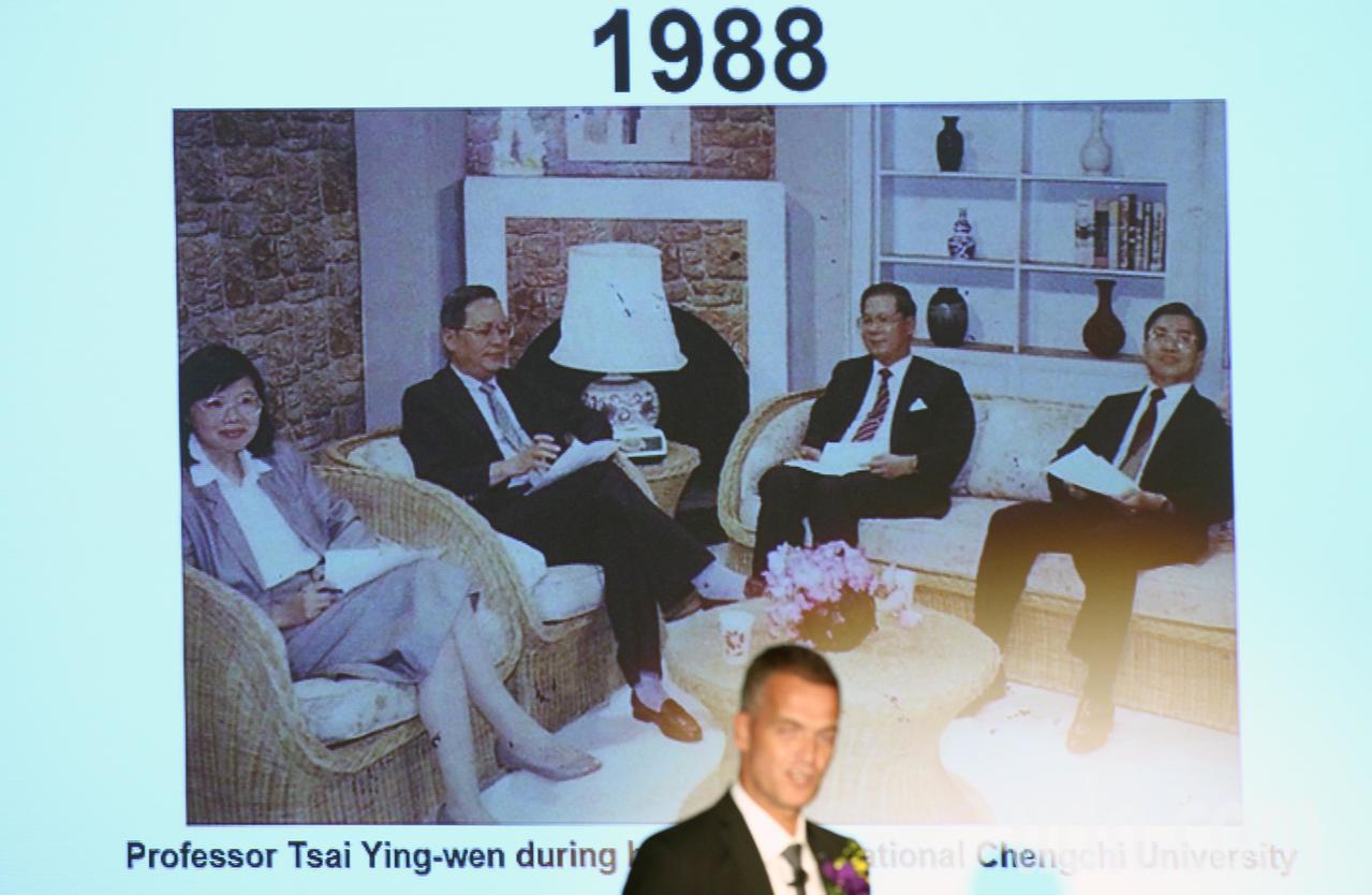 蔡英文總統晚上在歐洲在台商務協會理事長何可申(Hakan Cervell)與歐洲...