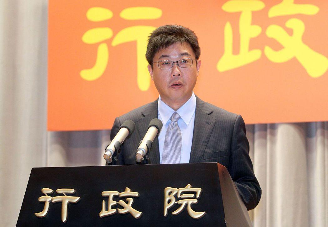 前行政院發言人、文化大學新聞系主任胡幼偉發表對民進黨要徵召自己人參選台北市長的看...