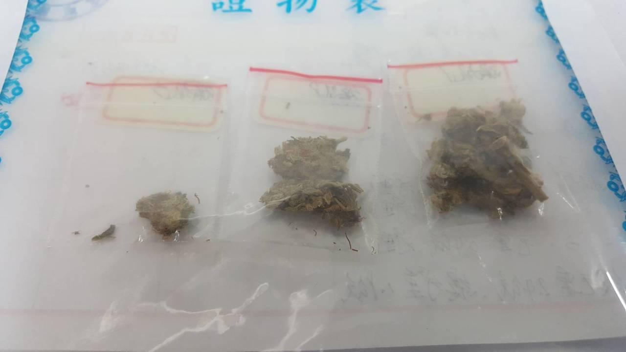 簡姓饒舌歌手攜帶大麻被逮,喊「大麻除罪化」。記者林孟潔/翻攝
