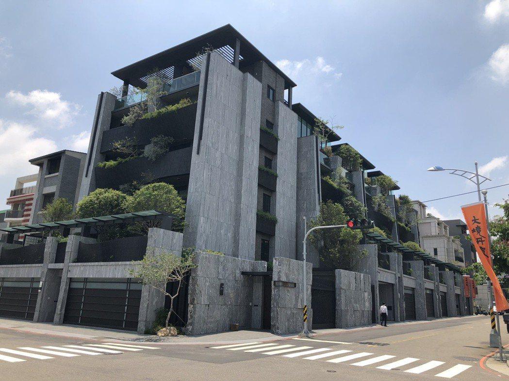 台中市單元一重劃區豪墅市場發燒,大境建設在安和西路規劃推出的「大境丹霞」,每戶總...
