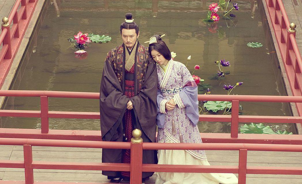 林心如(右)、王雨在「秀麗江山長歌行」戲中飾演兄妹。圖/中天提供