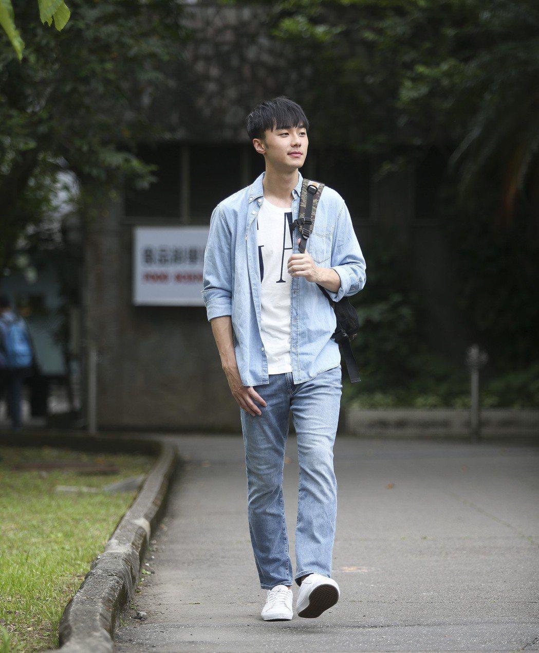 儘管學生藝人身分辛苦,施柏宇仍堅持讀完大學。記者楊萬雲/攝影
