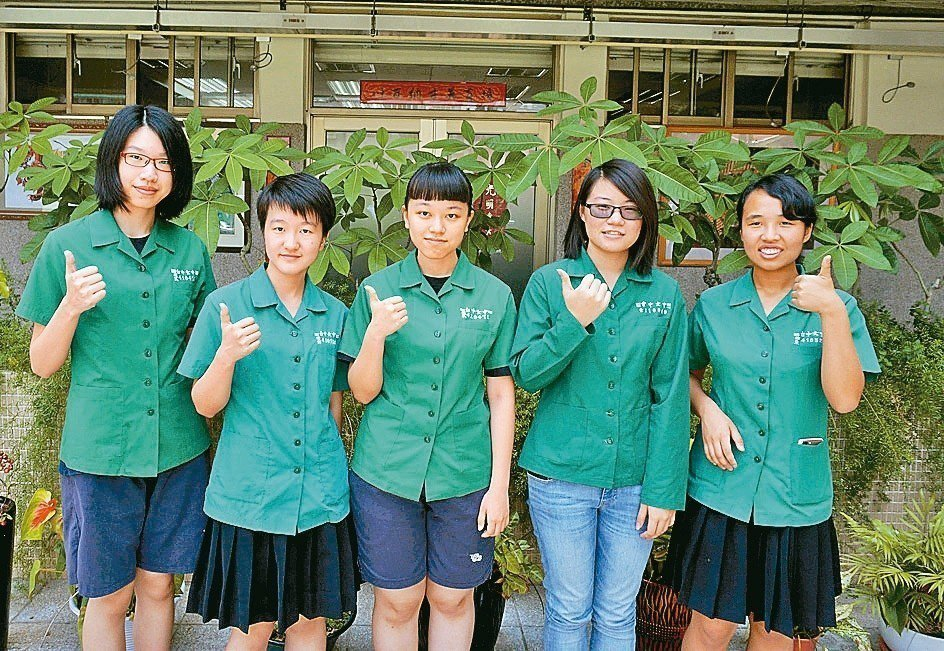台中女中學生選擇電子、電機與資科等學系人數激增,去年9人,今年增為29人。 記者...