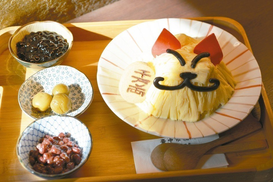 台中市役所招財貓冰,討喜可愛。 圖/古典玫瑰園提供