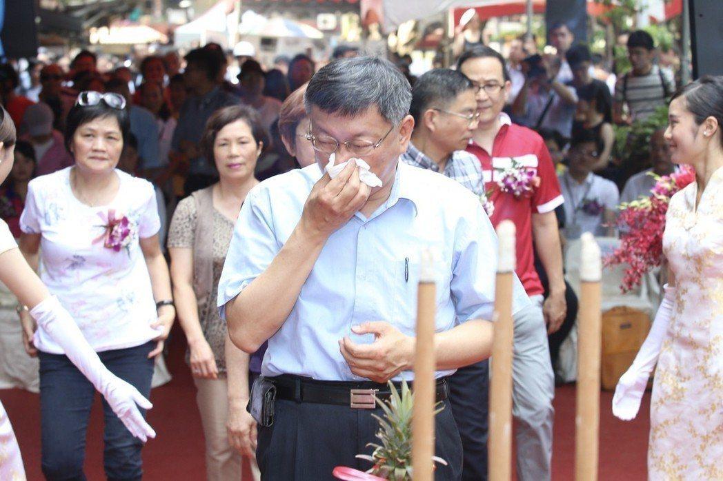 台北市長柯文哲昨出席斯文里3期公辦都更動工典禮,致詞時一度哽咽。 記者林伯東/攝...