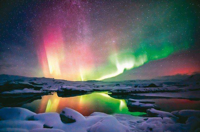 冰島多冰河湖,與極光相映宛如進入魔幻世界。 圖/各業者提供