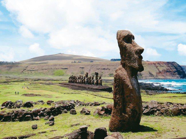 復活節島上有約600座以上的大石雕像聞名於世。