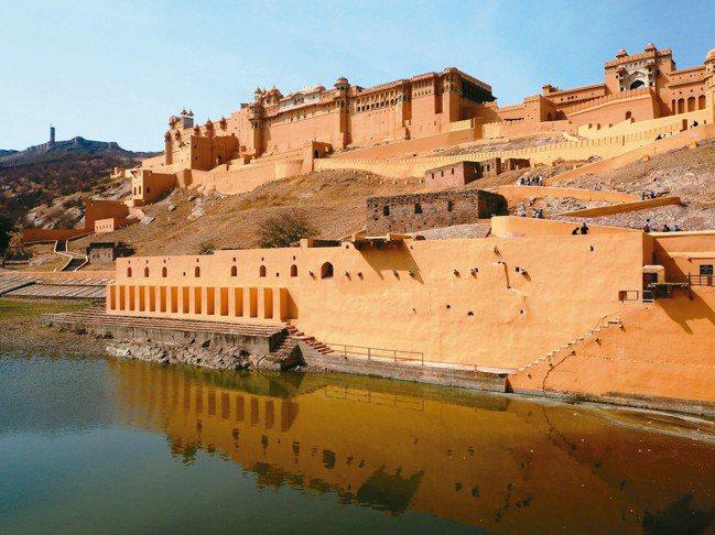 建於16世紀的「琥珀堡」是拉賈斯坦堡壘建築的極致。