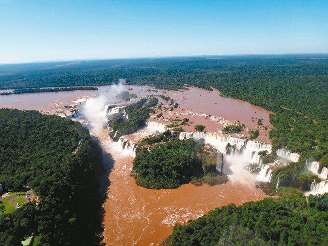 壯麗的伊瓜蘇瀑布。