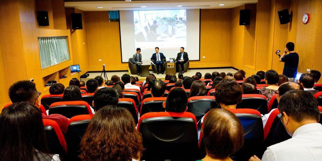 國泰人壽彰泰通訊處於國立彰化美學館舉辦「從資本主義現象談資產傳承全攻略」論壇。 ...