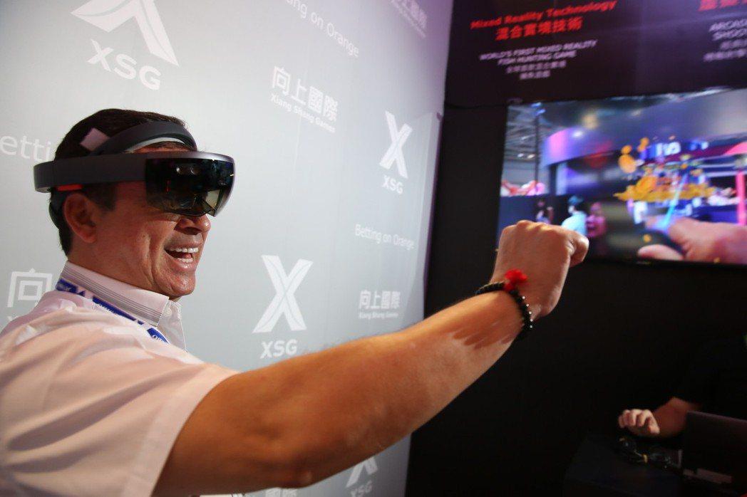 現場揭露全球第一款使用MR(Mixed Reality)技術開發的博奕遊戲,展現...
