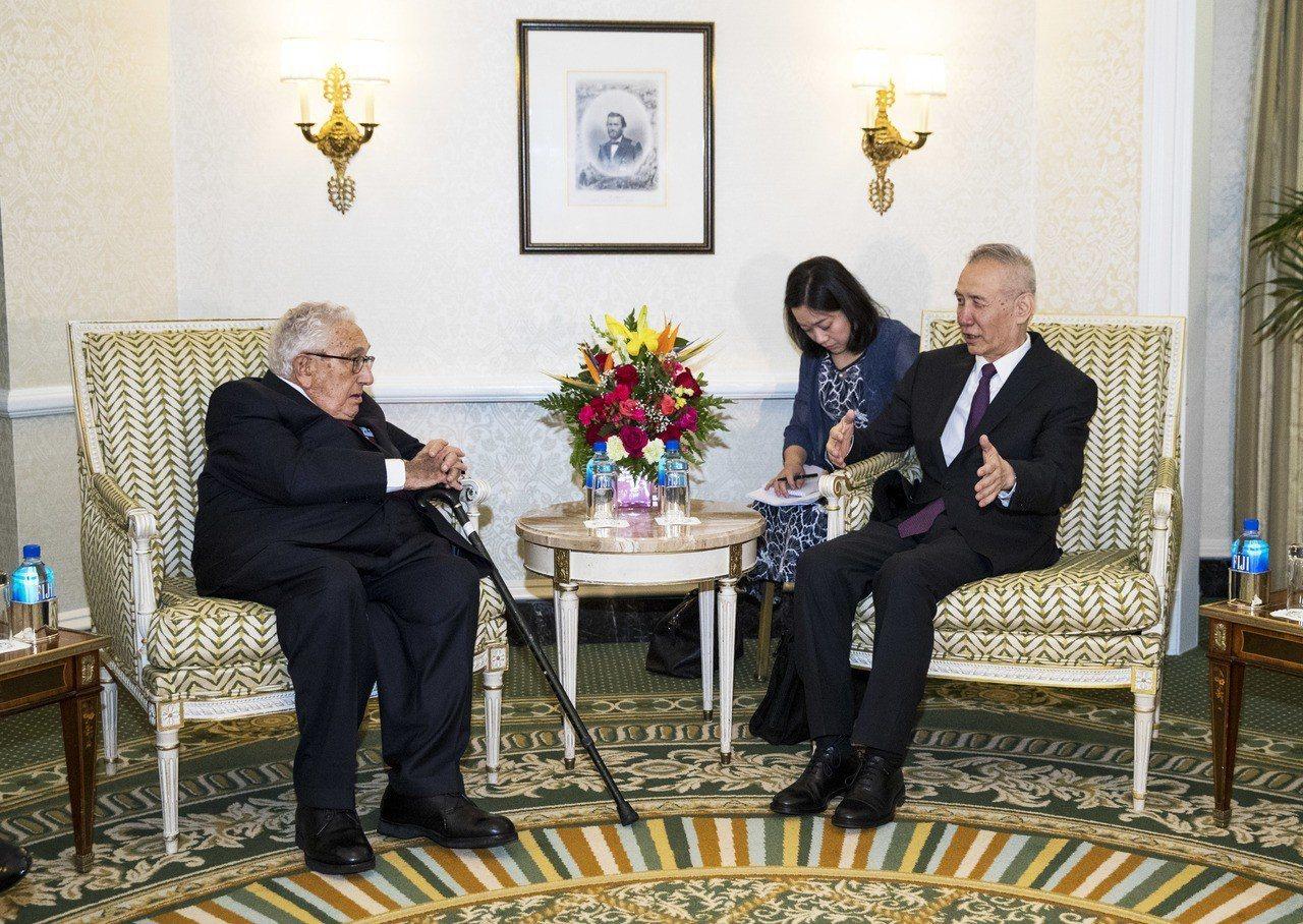 川普總統17在白宮會見來美商談中美經貿議題的中國國務院副總理劉鶴。 新華社