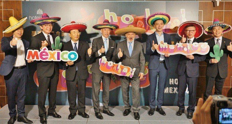 老爺酒店集團發表「墨西哥美食節」,集團執行長沈方正(右2)與營運長鄭家鈞(左4)...