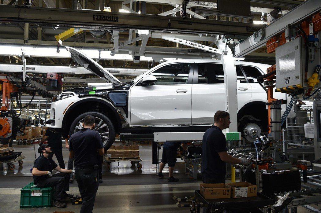 全新BMW X7預計會在洛杉磯車展上發表。 摘自BMW