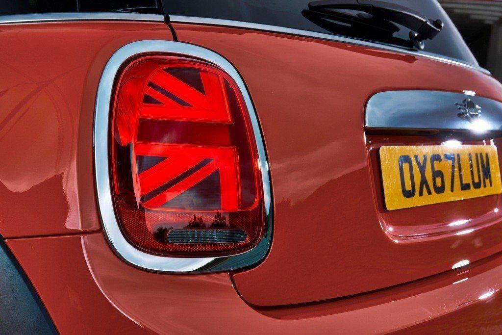 Union Jack 英國旗式樣LED尾燈,致敬近60年來的品牌經典。 圖/汎德提供