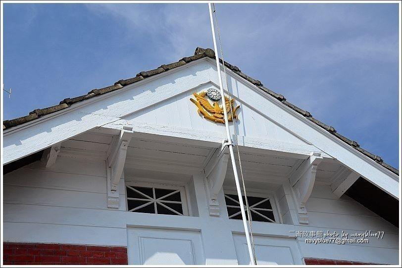 ↑中央磚造建築的屋頂採切妻屋根,但人形破風板下方的三角形部分又外凸,造成千鳥破風...