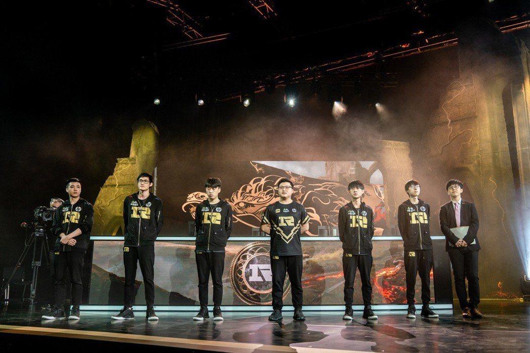 RNG 橫掃地主 FNC,成為首支晉級總冠軍賽隊伍(Riot 提供)