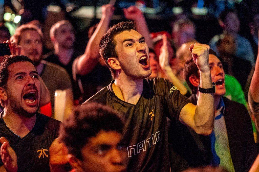 熱情的歐洲觀眾全力為地主 FNC 加油吶喊(Riot 提供)。