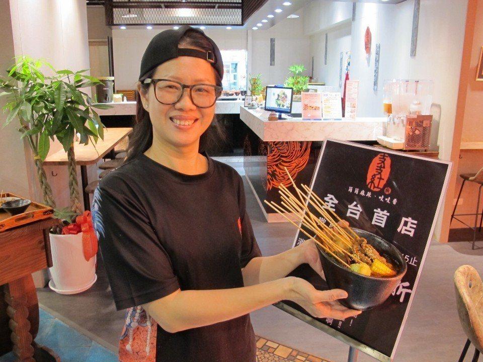 支支紅冷鍋串串餐廳執行長梁錦玲。(攝影/黃柏憲)