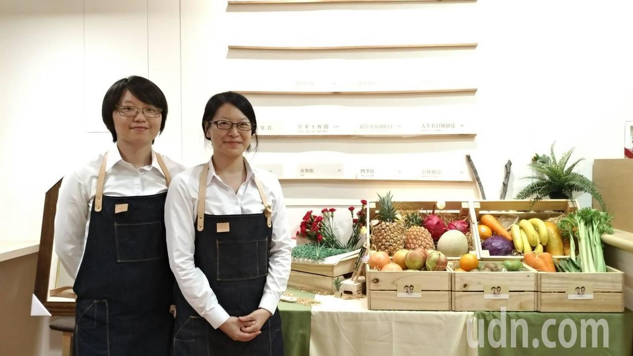 原在彰化教書的兩位老師,「愛鄉土」讓他們回歸雲林,賣起蔬果飲 。記者邱奕能/攝影