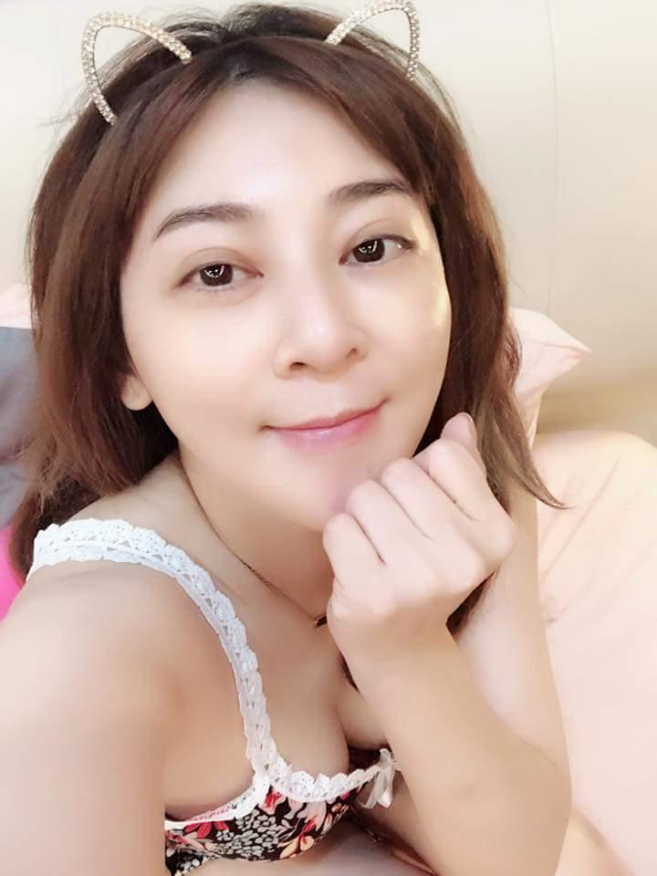 王彩樺事業線比素顏吸睛。圖/摘自臉書
