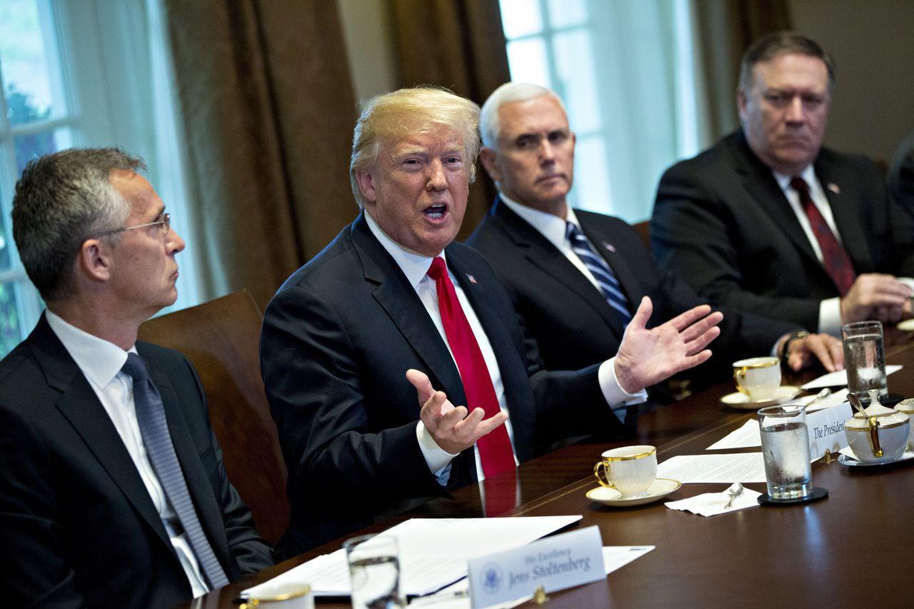 川普與北約組織秘書長Jens Stoltenberg共同出席記者會時說,他懷疑美...