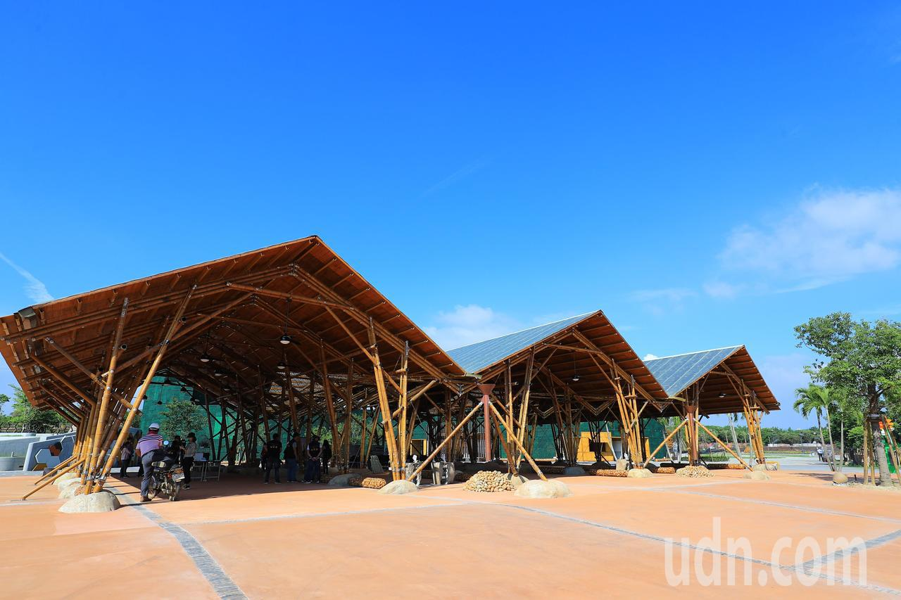 台中花博外埔園區的「輕食竹棚」,全用竹子打造。記者余采瀅/攝影