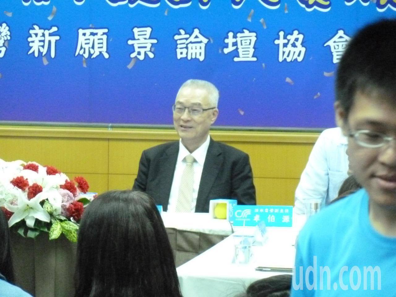 吳敦義今天受訪表示,6月初有一個海峽論壇,現在正在規劃與安排當中。記者周志豪/攝...