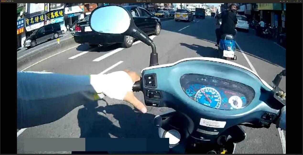 台中市第五警分局水湳所警員11日下午發現林姓男子騎車紅燈右轉,順利查獲林騎行竊的...