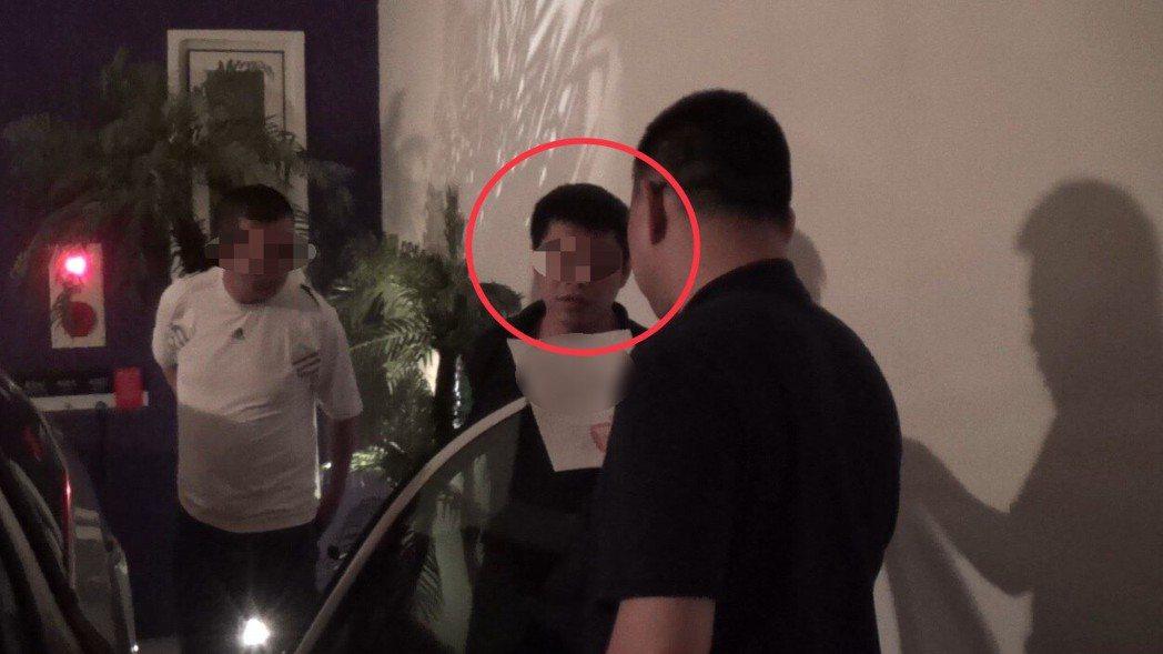 台中市第三警分局在8日逮捕涉嫌利用網路軟體販售毒品的賴姓男子。記者陳宏睿/翻攝