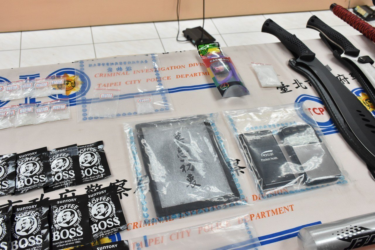 廖姓男子(23歲)求警方不要查扣珍藏的莫忘初衷k盤。記者蕭雅娟/攝影
