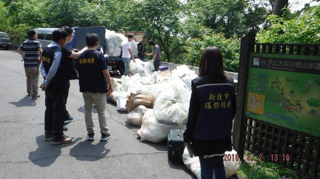 新北環保局要求業者完成垃圾清理、環境復原。圖/新北環保局提供