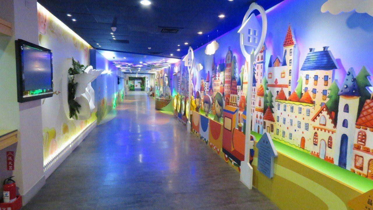 宣布即將停業的白木屋食品,位在桃園楊梅的白木屋品牌探索館的巧克力廊道。記者張弘昌...