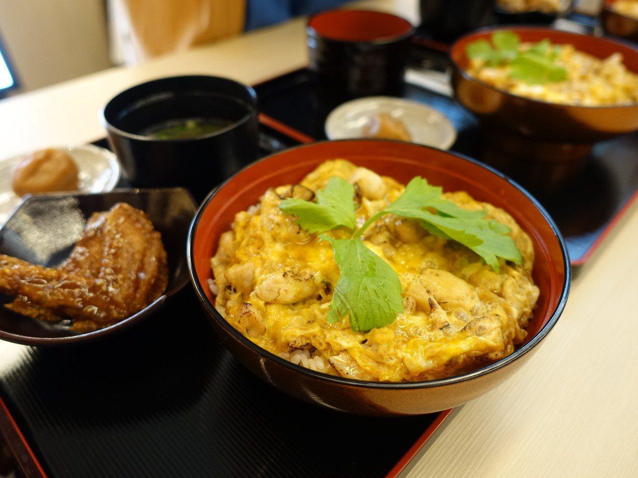 雞三和「親子丼」。記者張芳瑜/攝影