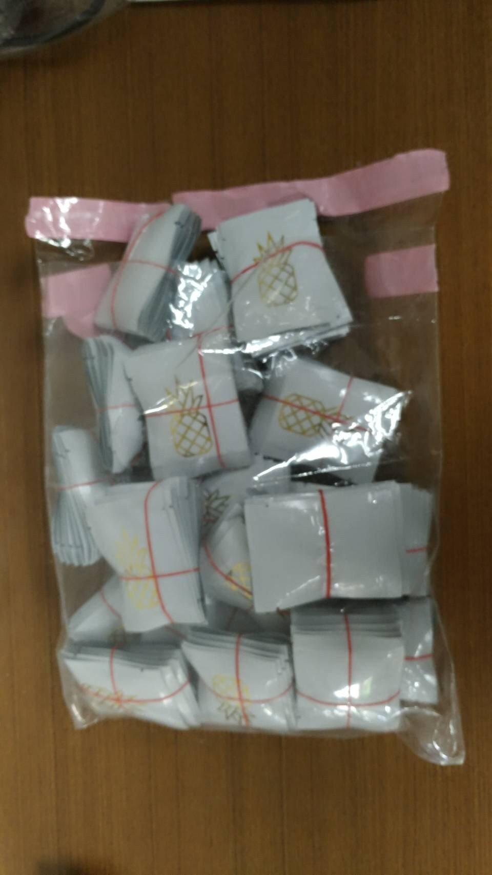 警方查扣嫌犯以鳳梨LOGO包裝而成毒品。 圖/警方提供