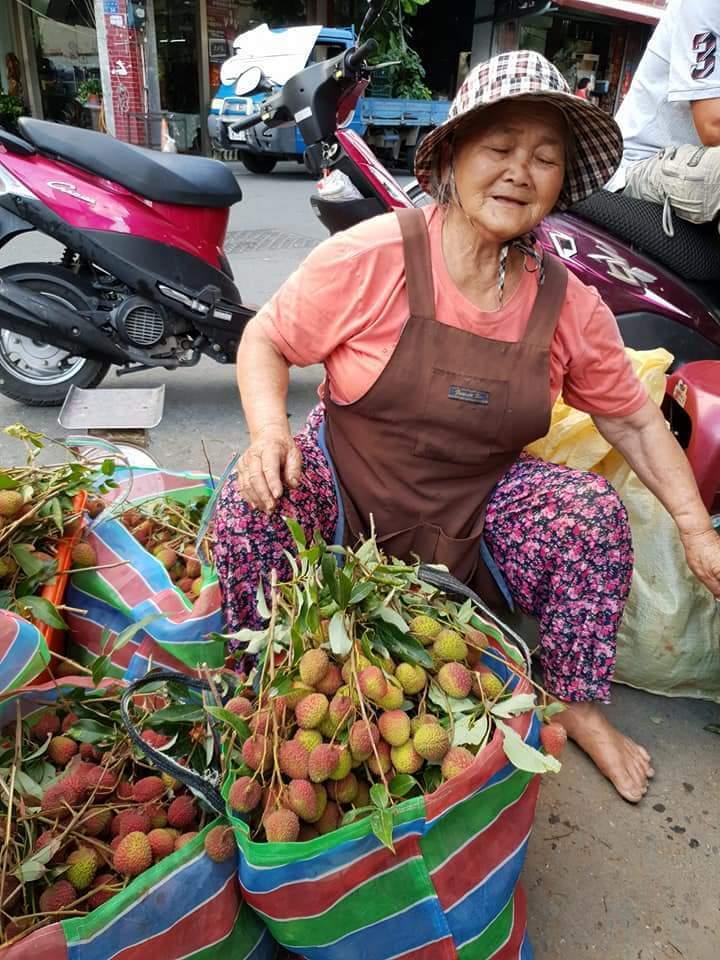 恆春是全台玉荷包最早出貨的產地,但走遍在地水果攤,發現幾乎沒人在賣,傳統市場則有...