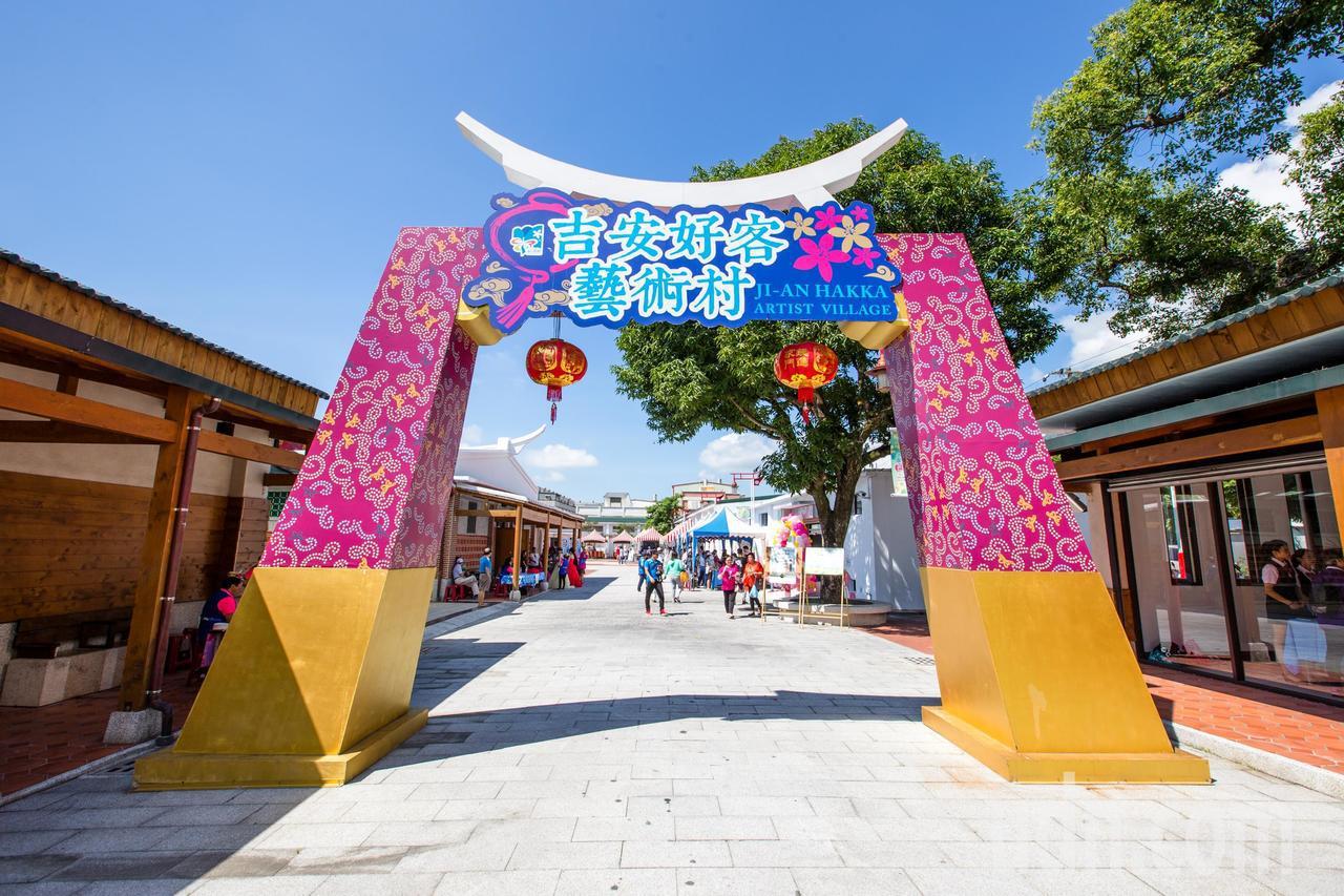 「好客藝術村」營業時間為每個禮拜2至禮拜6早上9點至下午4點。記者蔡翼謙/攝影